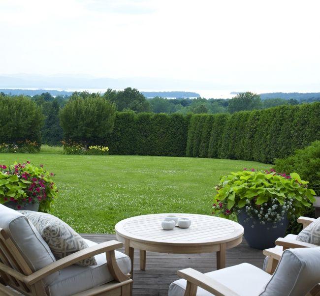 backyard garden ... really like the hedge edging