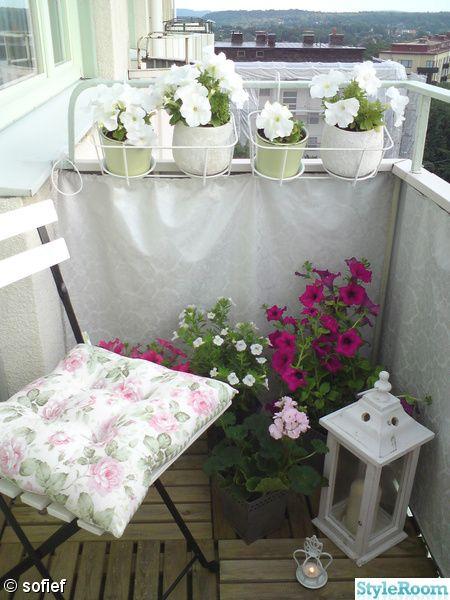 You make any teeny balcony work...so cute