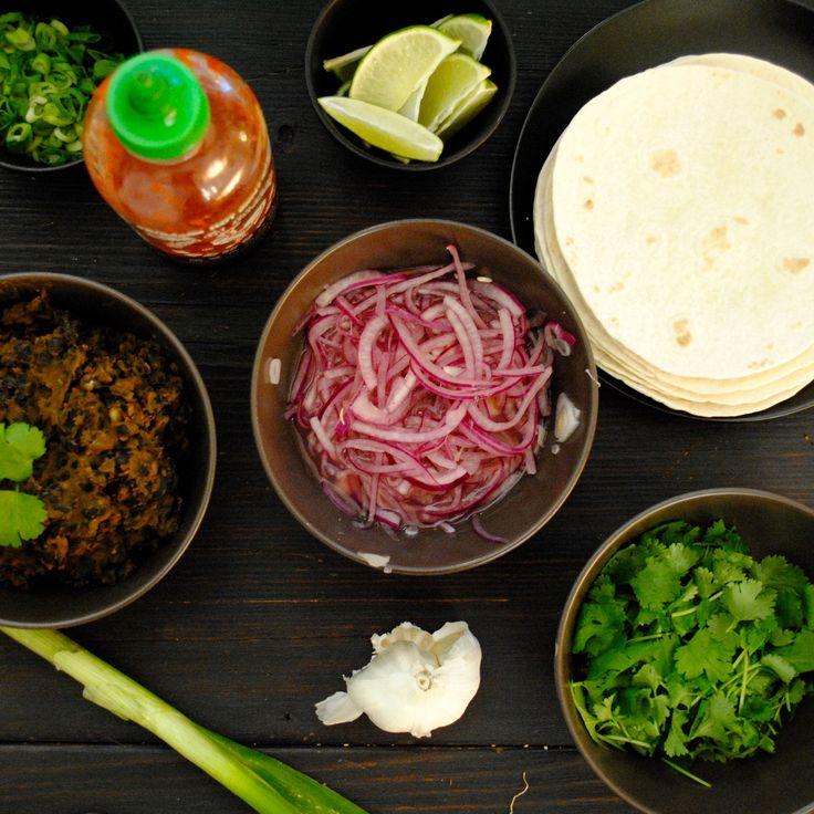 Mexikansk böntacos – the El Taco Truck/Jävligt Gott way!   Jävligt gott - en blogg om vegetarisk mat och vegetariska recept för alla, lagad enkelt och jävligt gott.
