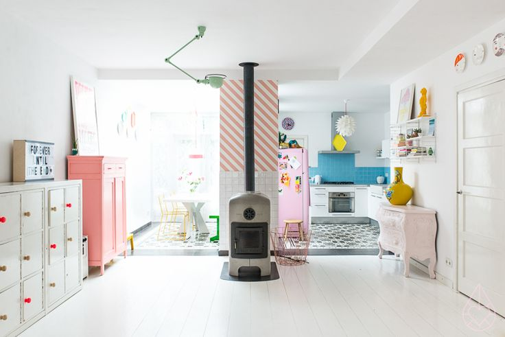 zilverblauw's home with mintgroene Jieldé-lamp