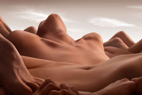 insanity-and-vanity:The human body — with all its peaks & valleys — is art in and of itself