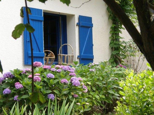 Volets bleus bretagne volets pinterest bretagne for Peinture volets exterieurs