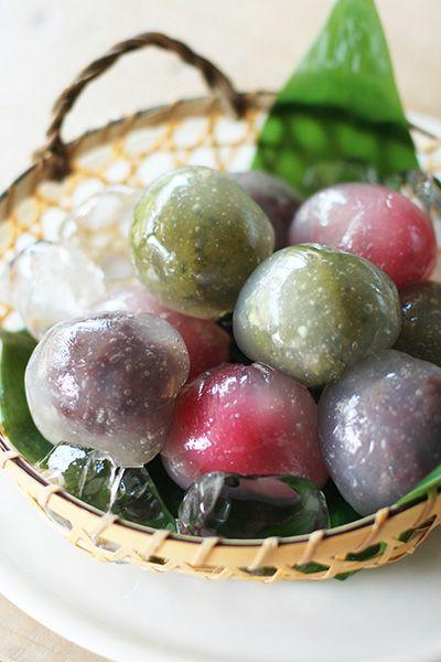 3色くずまんじゅう (kuzu manju) sweet & coloured bean paste dumplings covered with arrowroot paste