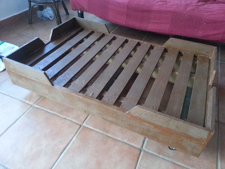 1000 ideas about dog bed pallets on pinterest wooden for Como hacer una cama con tarimas