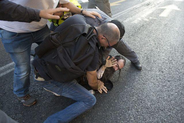 Un judío ultraortodoxo apuñala a seis personas en el desfile del orgullo gay de Jerusalén