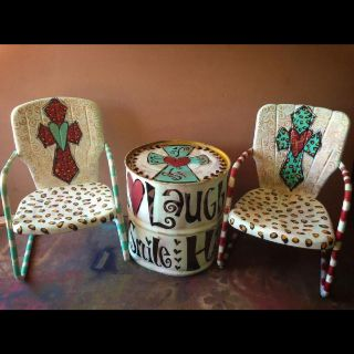 Painted lawn chairs and barrel table! So cute for stocks shows or to put in the barn. now who can do this for me?