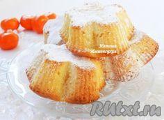 Пышные, очень вкусные творожные кексы, приготовленные в формочках, понравятся и взрослым, и детям.
