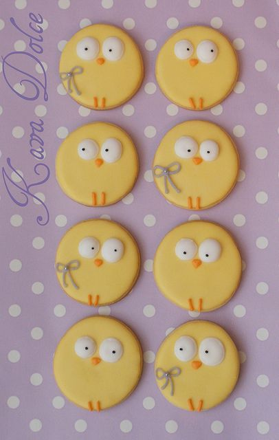 Easter chick cookies inspiration..Take a cookie of any kind and dollop some icing on for the eyes