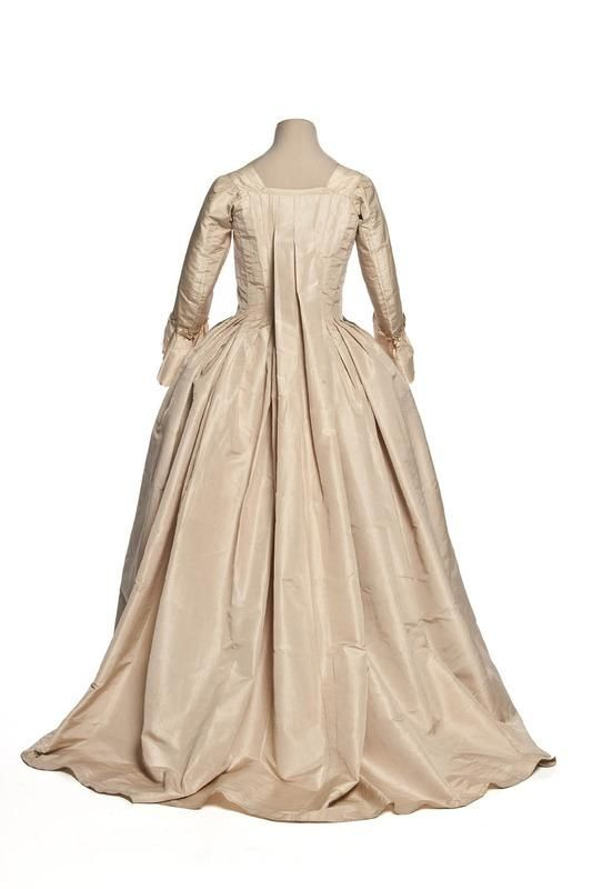 Back view, robe à la française, France, second half 18th century. Ivory silk taffeta.