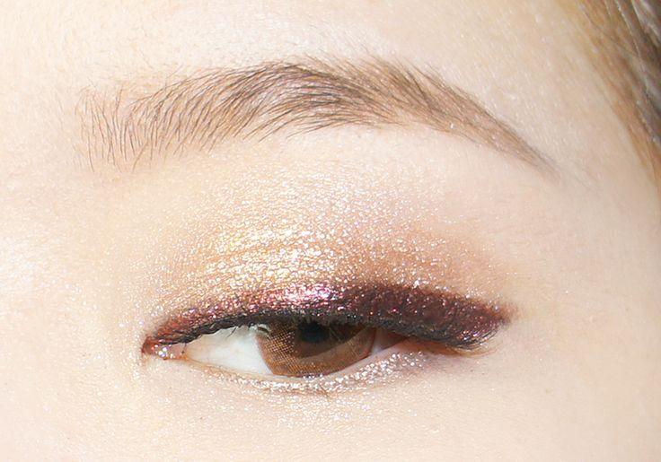 Me encanta esta combinación: tonos dorados en sombras y delineado en tonos violetas/púrpuras... ❤❤❤❤❤