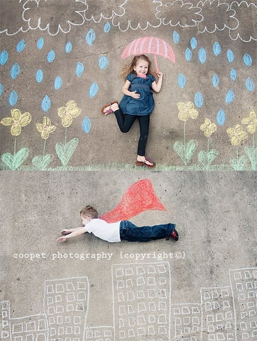 This is a cute idea! Sidewalk chalk photos. Awesome gift idea for parents or grandparents