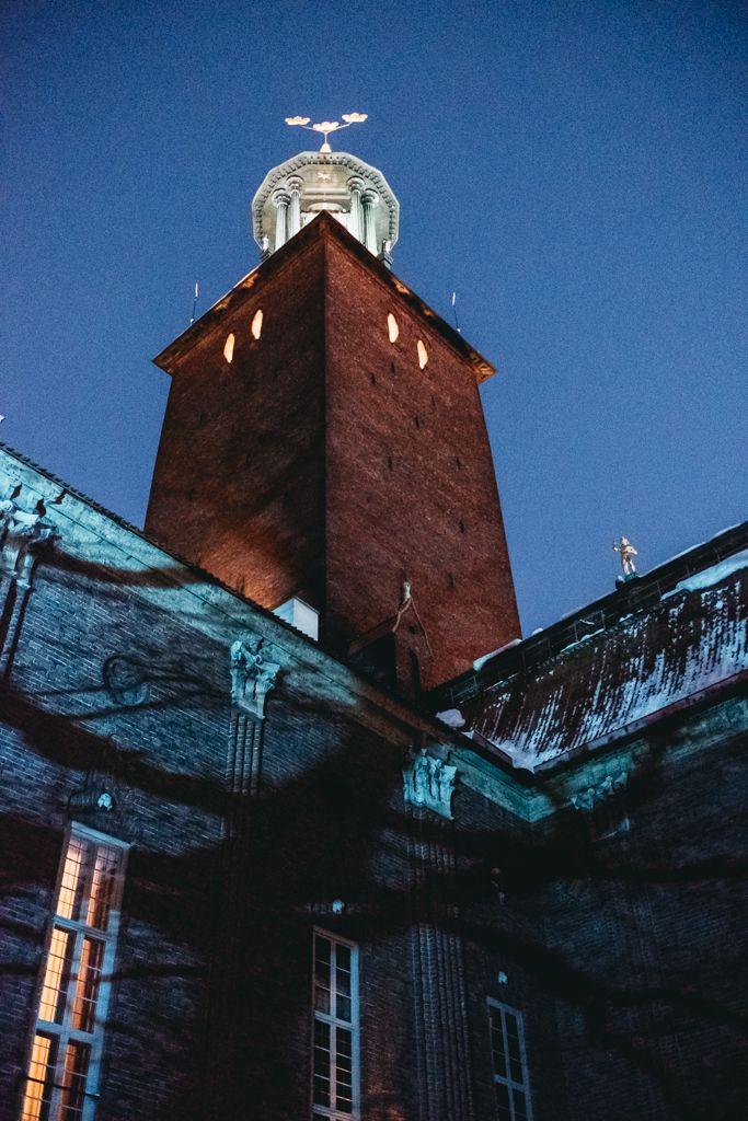 [BRÖLLOP I STADSHUSET]  Vi räknar dagarna tills vi ska få hänga på vinter/kvällsbröllop i Stadshuset igen - för fy tusan så roligt det är, och VISST blir det snyggt?  http://www.brollopistadshuset.se/brllopsfotograf-linda-rehlin-brollop-blogg/2016/12/2/ett-kvllsbrllop-i-snn-vid-stockholms-stadshus