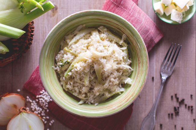 Il risotto ai finocchi (riso coi fenoci) è un sostanzioso e genuino primo piatto della tradizione veneta, perfetto per i mesi più freddi!