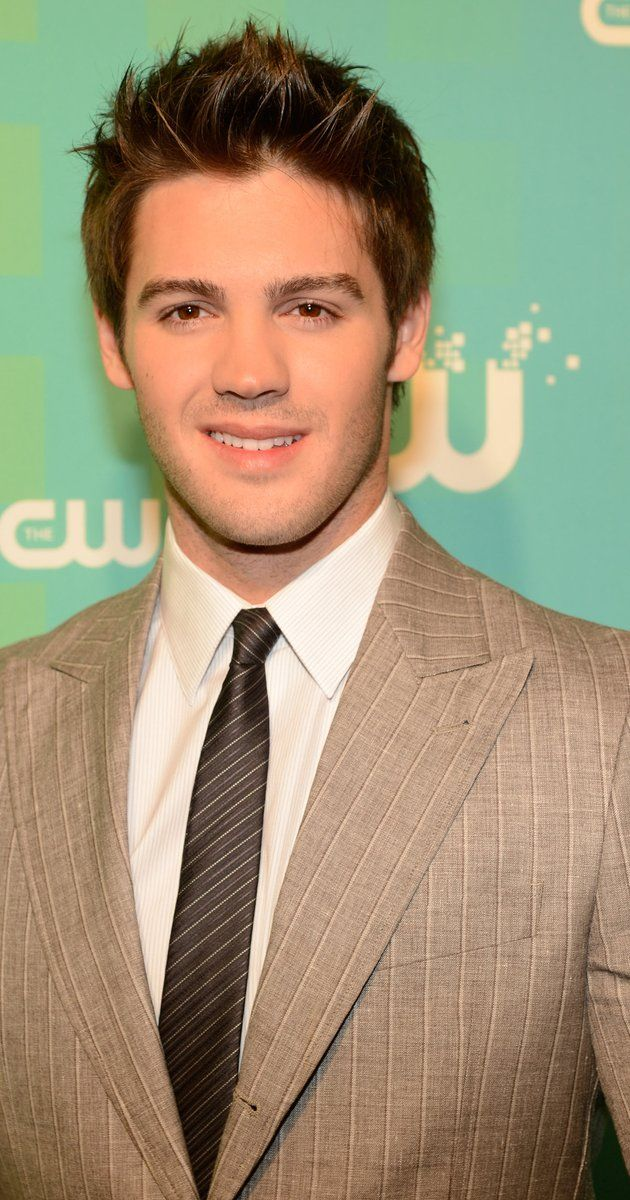 Steven R. McQueen, Actor: The Vampire Diaries. Steven R. McQueen (born Steven Chadwick McQueen; July 13, 1988) is an American actor who plays Jeremy Gilbert on The Vampire Diaries. He is best known for his role on the TV series Everwood. Steven has also starred in a film called Piranha 3-D as Jake Forester along with stars Elizabeth Shue and Jerry O' Connell. Steven R. McQueen was born on July 13, 1988 in Los Angeles, California. His father is...