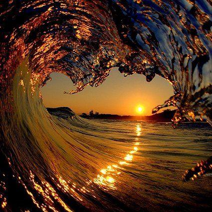 ハワイの波はまるで宝石を散りばめたかのよう【画像】