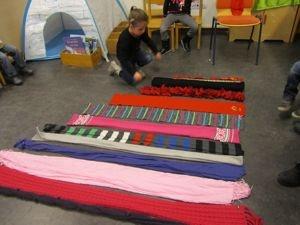 Sjaals van groot naar klein, van breed naar smal. (Palet Vlijmen)