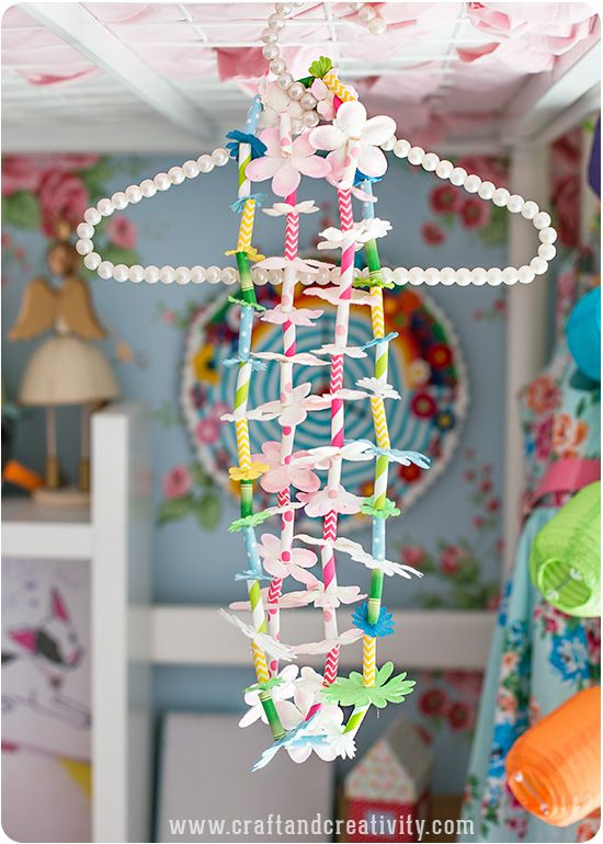 DIY Hawaiian paper straw and flower leis/necklace by Craft & Creativity. You can also make a garland. Nice decoration or to wear.