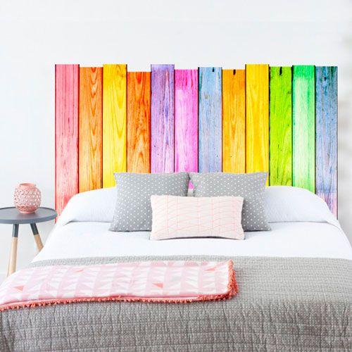 vinilo decorativo de listones de madera con colores alegres para decorar el cabecero de tu