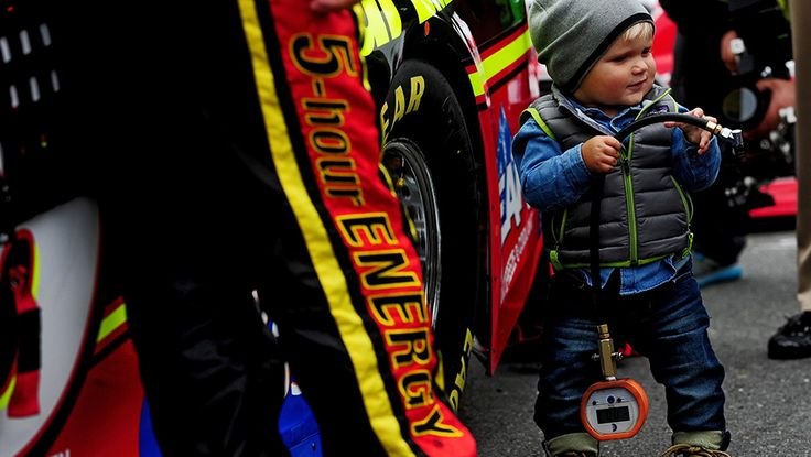 What a sweetheart!! Best photos from Dover | NASCAR.com