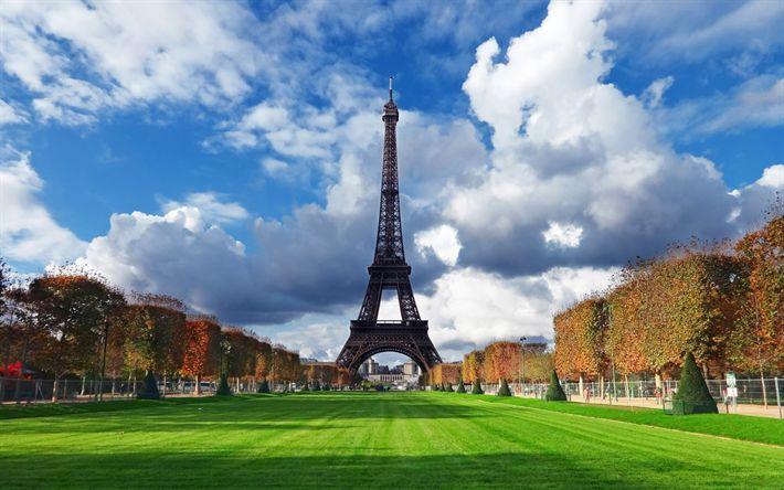 Lataa kuva Eiffel-Torni, 4k, syksy, ranskan maamerkkejä, vihreät nurmikot, Pariisi, Ranska