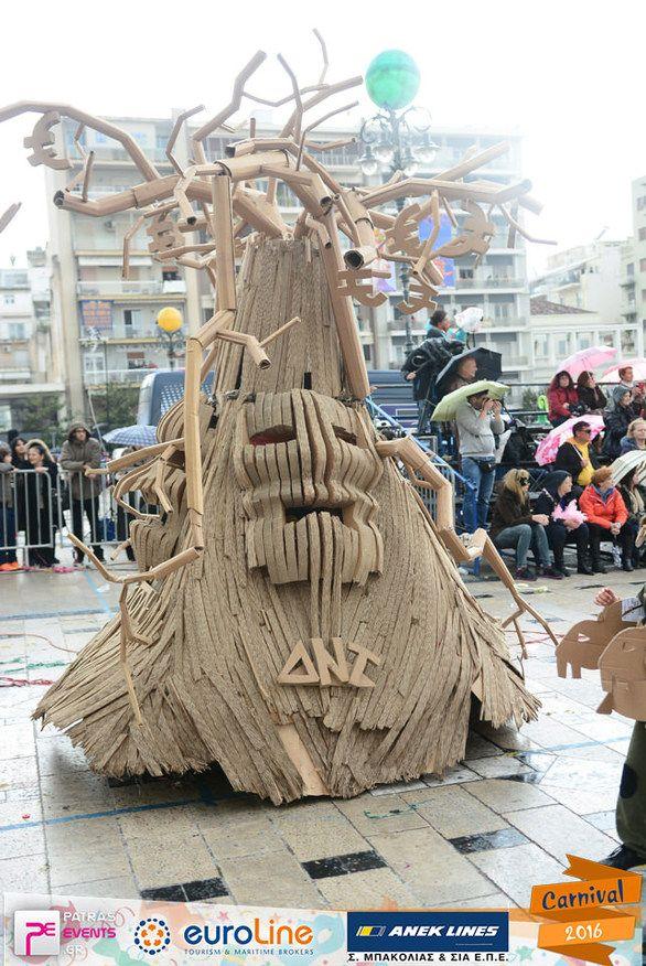 Οι «Δήθεν Αδιάφοροι» έχασαν το δάσος... αλλά βρήκαν την ουσία του Πατρινού Καρναβαλιού (pics)