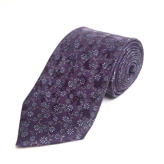 Cravate vintage. Nina Ricci. Cravate de soie. Cravate pour homme. Floral cravate. Cravate de mariage. Cravate concepteur des hommes. Cravate Vintage. Cravate mauve