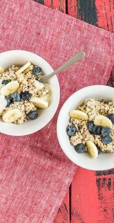 Den perfekten Start in den Tag haben Sie mit unserem veganen Quinoa-Porridge! Kombiniert mit frischen Bananen und Blaubeeren! Das REWE-Rezept direkt ausprobieren »  https://www.rewe.de/rezepte/veganes-quinoa-porridge/