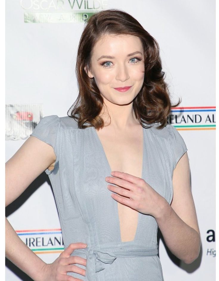 Sarah Bolger hanging on to her assets!