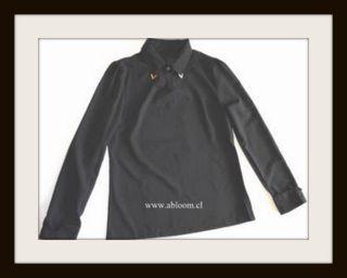 Blusa, con detalle metalico en cuello, en www.abloom.cl