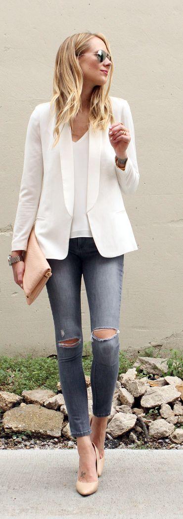 Razones para llenar un cajón con puras blusas blancas