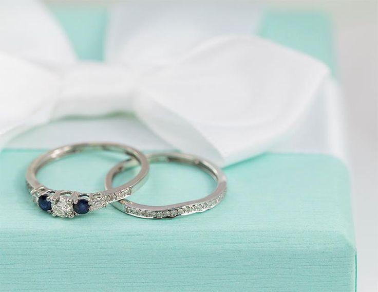 Sada zásnubního a snubního prstenu se safíry a diamanty.   #klenotnictvipraha #zlatnictvipraha #sperky #prsten #zasnubni #snubni #wedding #engagement #diamant #diamantes #diamond #bluediamond #safir  #sapphire  #gemstone #luxus #luxury #willyoumarryme #bridetobe #darecek #proradost #knarozeninam #fashion #kvyroci #zlato #gold #whitegold #bilezlato #svatba #zasnuby #rings #moda #klenotacz