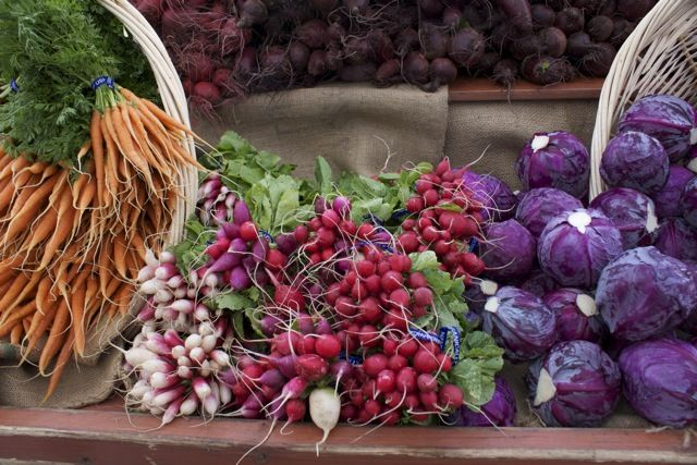 Head over to Santa Monica for the weekend and see a variety of local and seasonal produce at the #FarmersMarket. #organic #buylocal
