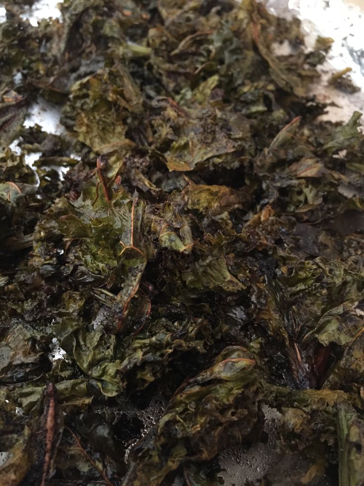 Kale chips : Tear leaves into large pieces (can use packaged),Wash and thoroughly dry the leaves, Oil, but not drenched A little bit of extra virgin olive oil about ½ tablespoon of oil per baking sheet of kale chips. Toss with olive oil and sea salt, Add spices of choice (Optional): Low-heat for even baking -150 celsius. Bake until crispy turning over halfway through (about 25 minutes) Cool for just a few minutes on the baking sheet before eating (crispier) storing these is perfect