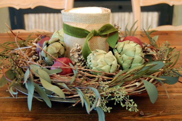 This arrangement uses preserved and dried items, but fresh is readily available in summer in Australia. A few vintage Christmas decorations tucked in would look cute too. Hydrangea Home by Dawn's Designs: Home for Christmas tour...