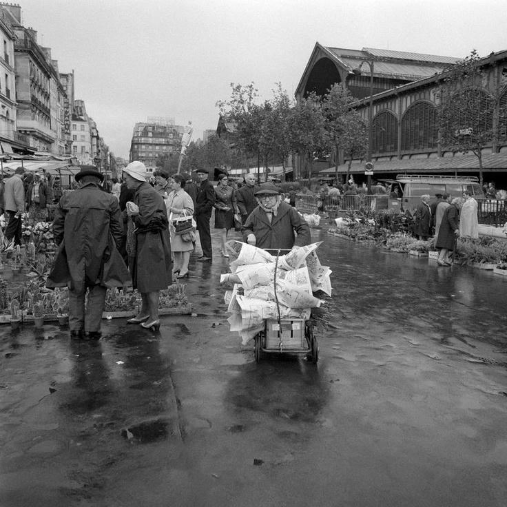 Marché aux fleurs des Halles de Paris, 1957.
