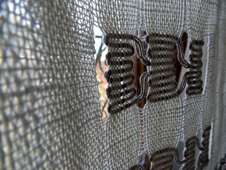 """Dettagli della tenda tessuta a telaio manuale ed esposta nella mostra """"Vivere Naturalnente"""" presso Palazzo Santucci a Navelli dal 20 Luglio al 7 Settembre"""