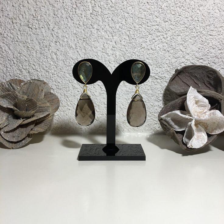 Exclusieve SilsJewels handgemaakte edelsteen oorbellen, sterling zilver (vermeil) goud op zilver met smoky quartz en labradoriet. Afgewerkt met 14k goldfilled draad.                  De oorbellen zijn Niet zwaar.