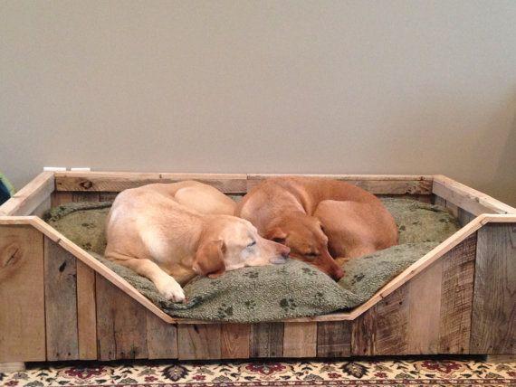 Perro cama rústica de madera plataforma país por RussBuilders