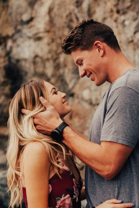 instagram.com/charissaphoto © CHARISSA COOPER PHOTOGRAPHY || couples session photography photo engagement portrait proposal wedding posing pose ideas…