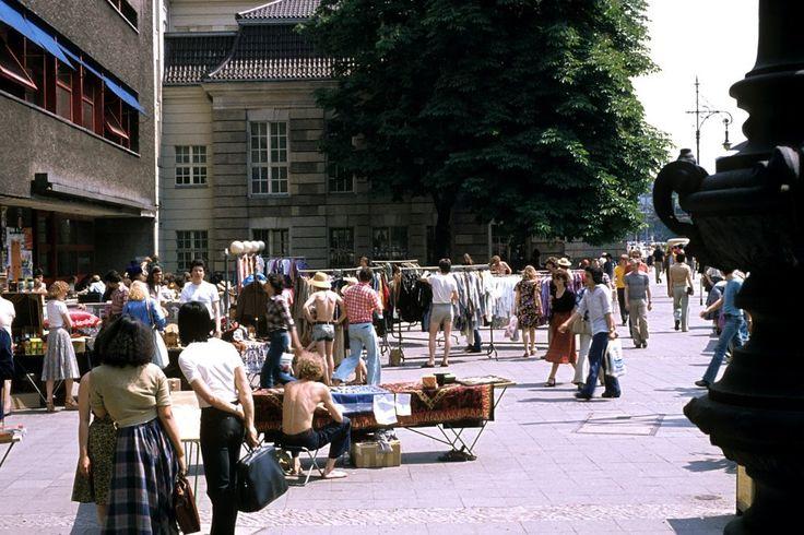 West-BERLIN 1978, mittägliches Treiben vor der TU Mensa in der Hardenbergstrasse