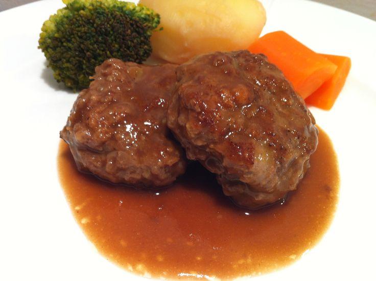 Saftige kjøttkaker i brunsaus – Husmorkjerringa