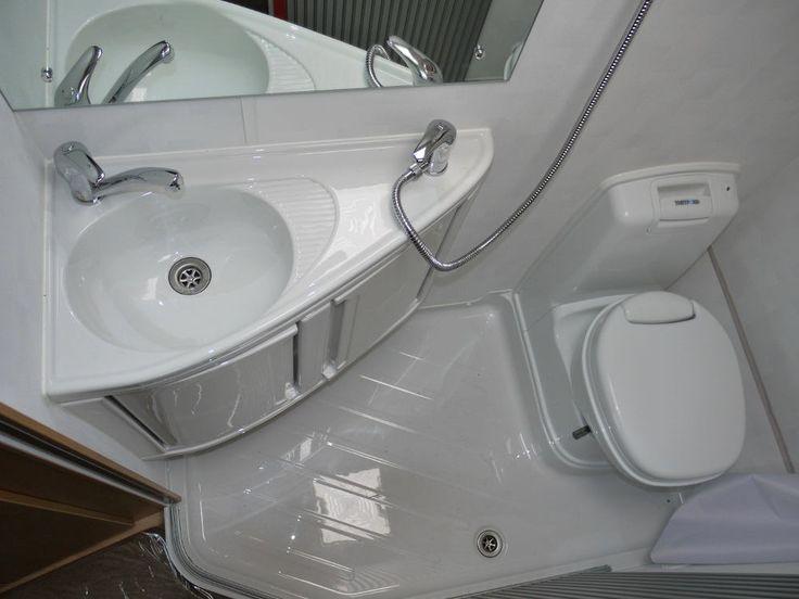 Фото из статьи: Как правильно увеличить площадь ванной комнаты за счёт коридора