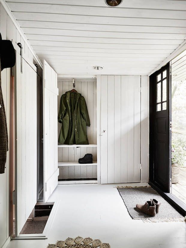 Wood panelled hallway in a charming Swedish cottage by a lake. Stadshem. My Scandinavian Home.