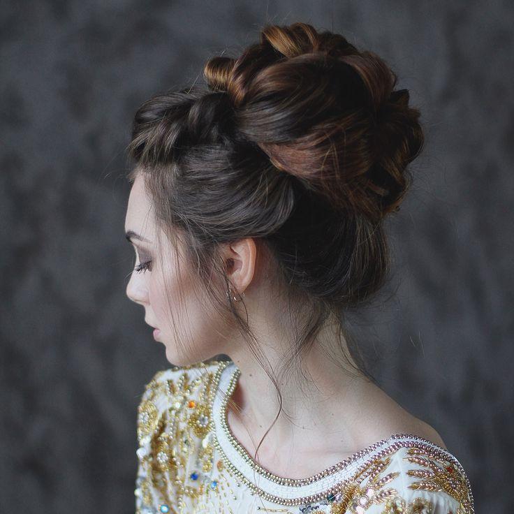 Высокий пучок на длинные волосы. Причёска невесты для длинных густых волос. Bridal longhair updo