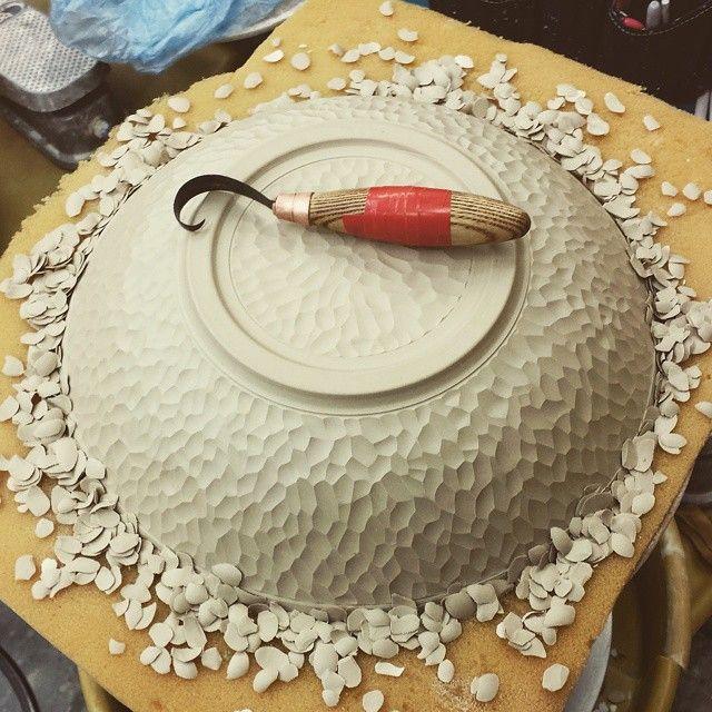 @sherrillmudtools - I'm in love!!! #makeyourmark #markmaking #cut #carve #handcarved #surfacedesign #clay #ceramics #pottery #bowl #handmadeinWA #mudtools #sherrillmudtools