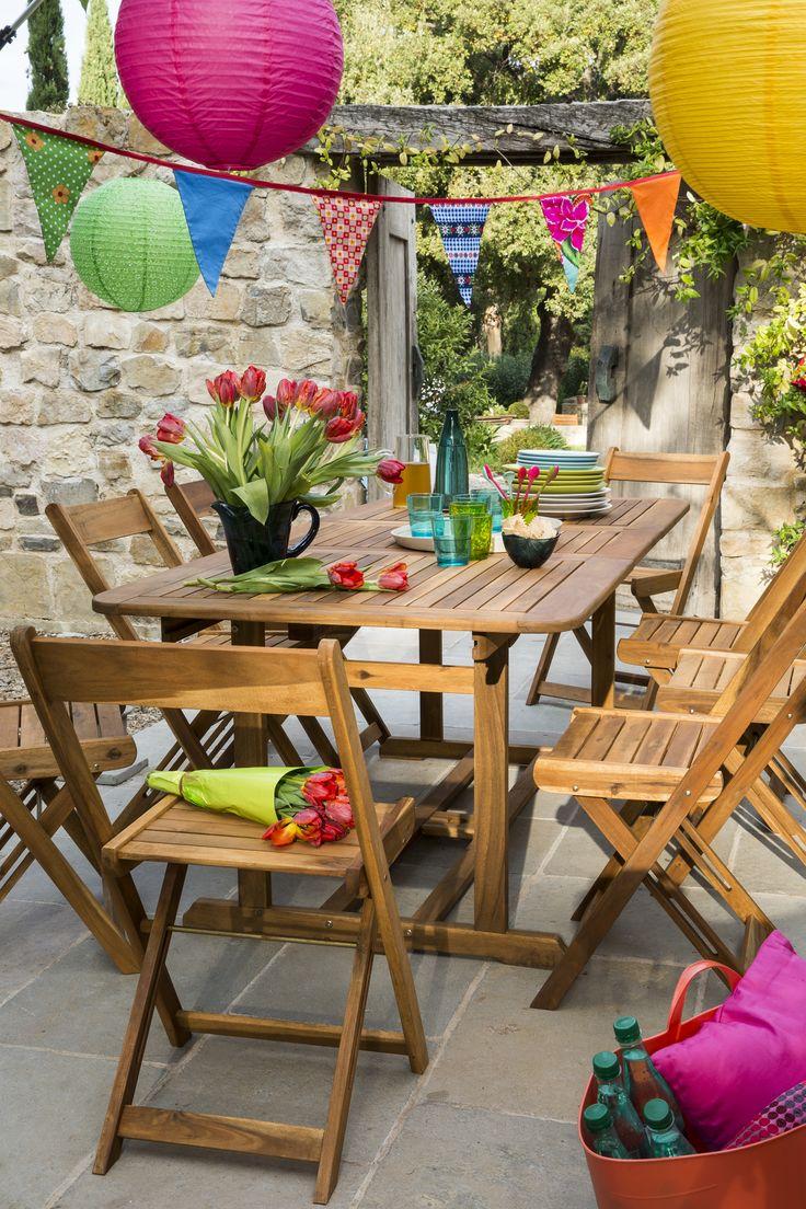 Une table de jardin rectangulaire en bois pour recevoir toute la famille et les amis ! #leroymerlin #table #jardin #terrasse