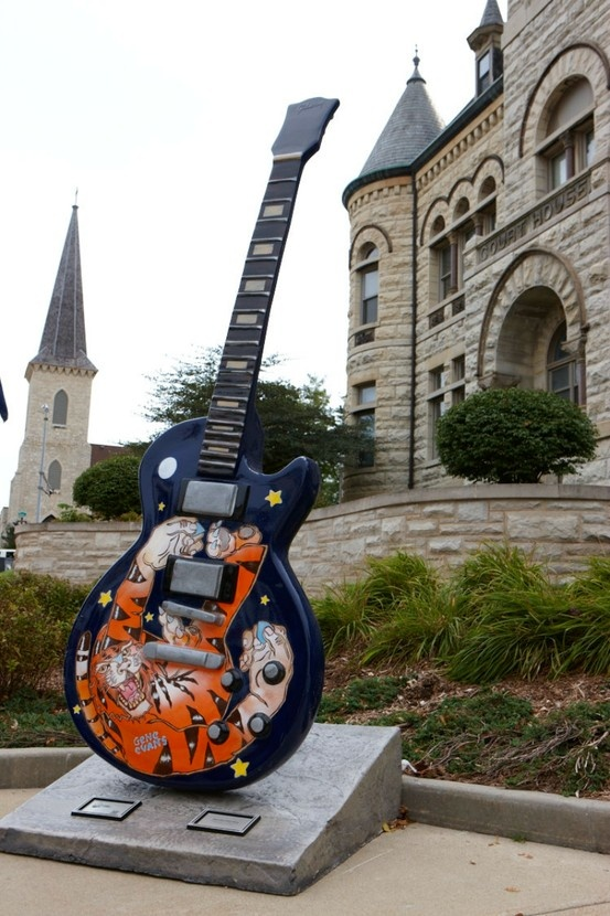 Waukesha Guitar Town #2 Tom Noll . Freeman Building . 801