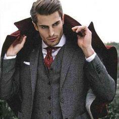 Le costume gris anthracite est un vrai must-have pour chaque homme!