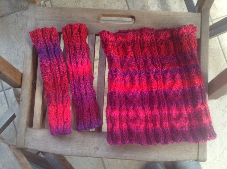 Urselifelts — Butter leaves cowl and wrist warmers
