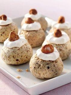 Backt diese Zimtbällchen mit Haselnuss in eurer Weihnachtsbäckerei und Weihnachten wird etwas besonderes.